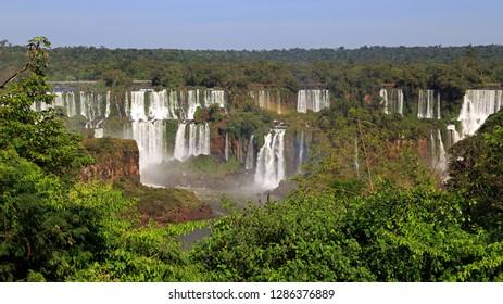 iguazu waterfalls between Argentina and Brazil