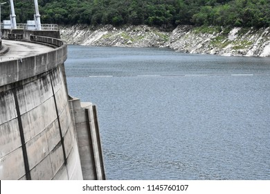 An iimage of dam, water and mountains