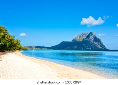 "Ile aux Benitiers with view of ""Le Morne Brabant"", Mauritius, Africa"