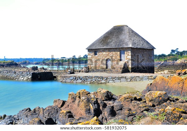 Ile de brehat: the mill has tide of birlot
