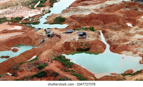 Illegal mining in Antioquia, Colombia, illegal mining has become the main problem for the inhabitants of Antioquia, for the use of mercury and cyanide.
