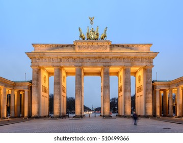 the illuminated brandenburg gate (Brandenburger Tor) at evening, berlin, germany, europe