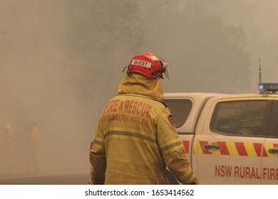 ILUKA, NSW/ AUSTRTALIA - NOVEMBER 26, 2019: FIREFIGHTERS WORKING