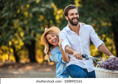 Young couple enjoying a day at the park