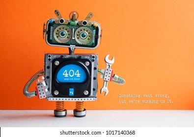 Página de erro 404 não encontrada. Alicate de chave de mão de robô soldado em fundo laranja. Mensagem de texto Algo deu errado, mas estamos trabalhando nisso