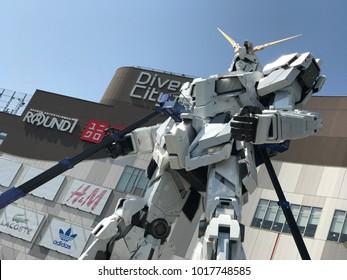 Echte Skala von Gundam vor Diver's City, Odaiba, Tokio - 11. September 2017