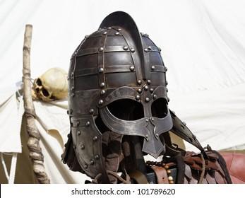 Partes de una armadura de caballero medieval