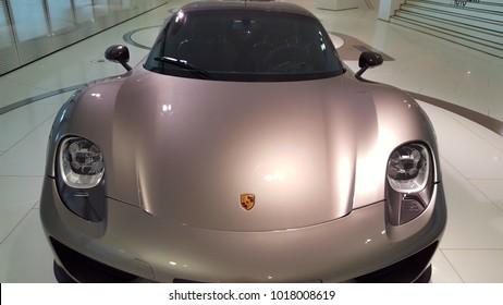 Stuttgart, Deutschland - 24. Januar 2018 - Porsche 918 Spyder (2014) im Porsche Museum in Stuttgart