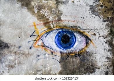 壁に塗られた目。