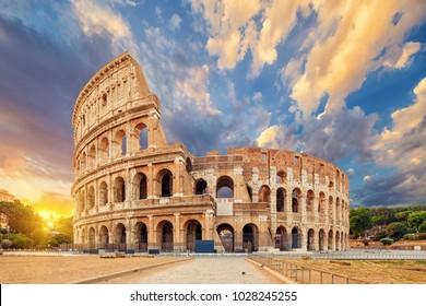 El Coliseo o Anfiteatro Flavio (Amphitheatrum Flavium o Colosseo), Roma, Italia.