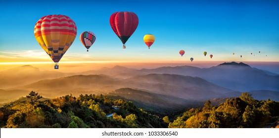 Coloridos globos aerostáticos sobrevolando la montaña en Dot Inthanon en Chiang Mai, Tailandia.