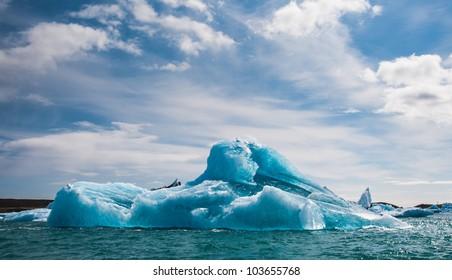 手配の氷山。アイスランド