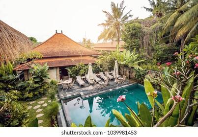 インドネシア、バリ島の美しいホテルのプール