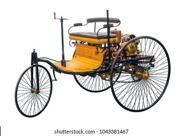 白い背中に分離された特許自動車という名前の古い歴史的な車のレプリカ