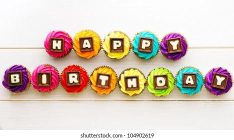 Cupcakes de feliz cumpleaños