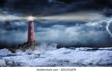 Faro en paisaje tormentoso - concepto de líder y visión