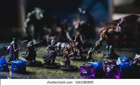 Rollenspiel Brettspiel mit Miniaturen mit Drachen in Dungeons.