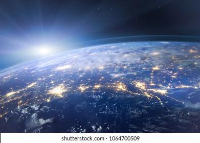 Hermoso planeta Tierra visto desde el espacio, vista aérea de luces nocturnas, imagen original proporcionada por la NASA