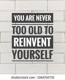 Motivierende und inspirierende Zitate Zitate - Sie sind nie zu alt, um sich neu zu erfinden. Mit Vintage-Stil Hintergrund.