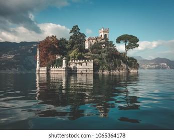 イゼーオ湖の小さな島(イタリア)。