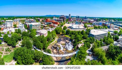 サウスカロライナ州サウスカロライナ州グリーンビルのダウンタウンの空撮ドローンシティ