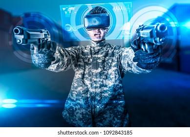 Das abstrakte Bild des Soldaten verwendet eine VR-Brille für die Überlagerung des Kampfsimulationstrainings mit dem Hologramm. das Konzept des virtuellen Hologramms, der Simulation, des Spielens, des Internets der Dinge und des zukünftigen Lebens.