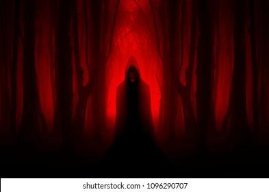 eng spookachtig figuur in spookbos, halloween-nachtmerriescène