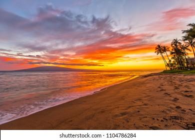 日没時のカアナパリビーチ