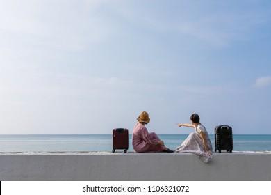 Una joven que disfruta viajar por Okinawa