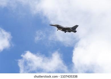 avión de combate, en, fondo del cielo
