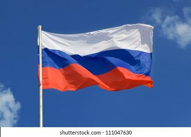 Russische Flagge, im Wind wachsend