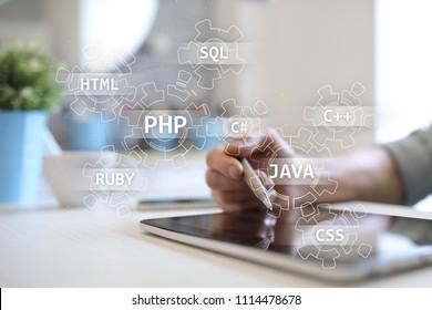 Konzept der Webentwicklungstools auf dem virtuellen Bildschirm. Programmiersprache und Skripte. PHP, SQL, HTML, Java und andere.