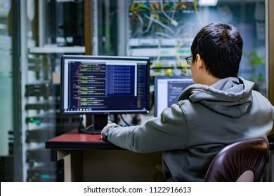 Codierung Code Programm Programmierung Compute Codierer Arbeit schreiben Software Hacker entwickeln Mann Konzept