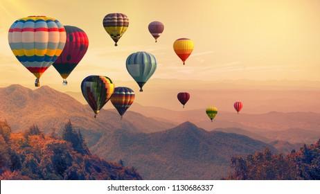日没時の高山の上の熱気球、フィルタリングされた背景