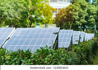 Energías alternativas, fuentes y paneles solares, energía solar, cristal.