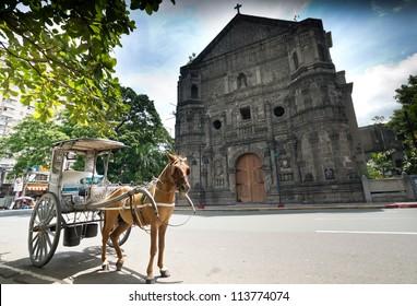 フィリピン、マニラのマラテ教会前の馬車駐車場