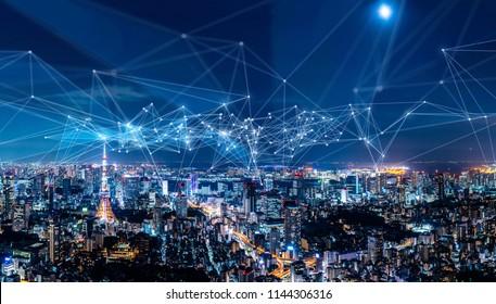 Concepto de red de comunicación y ciudad inteligente. IoT (Internet de las cosas). TIC (Red de comunicación de información).
