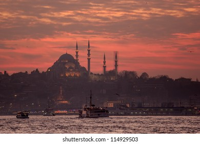 Mezquita de Solimán en Estambul al anochecer