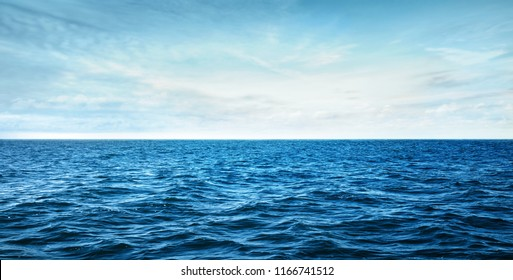 olas del mar azul