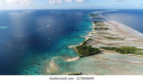 航空写真の環礁、フランス領ポリネシア