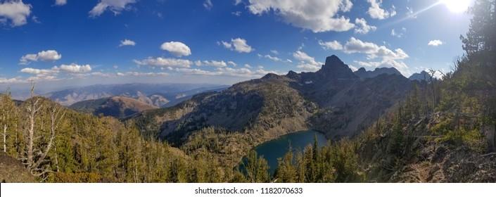 Mirror Lake onder She Devil van The Seven Devils Mountain Range