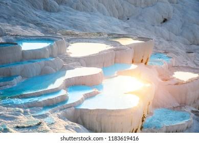 Aguas termales, baños naturales Pamukkale, provincia de Denizli, Turquía