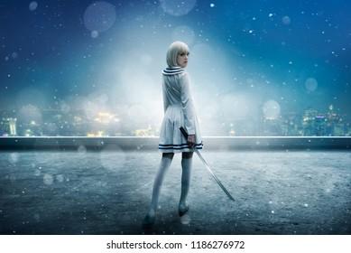 Chica anime en el borde nevado del techo del rascacielos