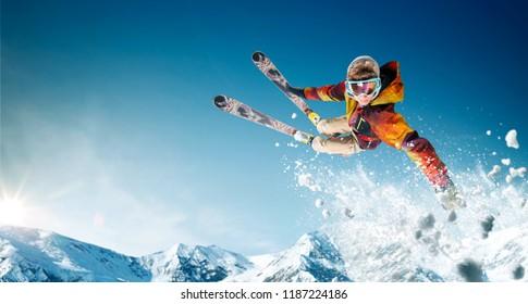 Skifahren. Springender Skifahrer. Extremer Wintersport.