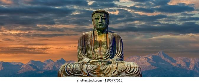 Una imagen de Buda con montañas al fondo del amanecer