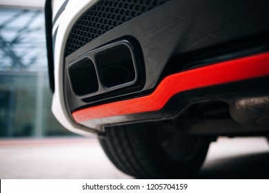 Moderne auto-uitlaatsysteempijpen