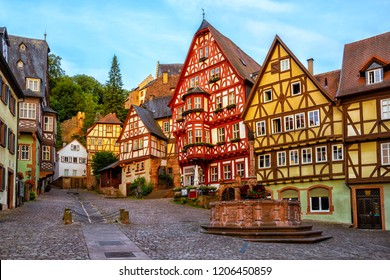 Coloridas casas con entramado de madera en Miltenberg histórico casco antiguo medieval, Baviera, Alemania
