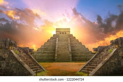 Mexiko, Chichen Itza, Yucatn. Maya-Pyramide von Kukulcan El Castillo bei Sonnenuntergang
