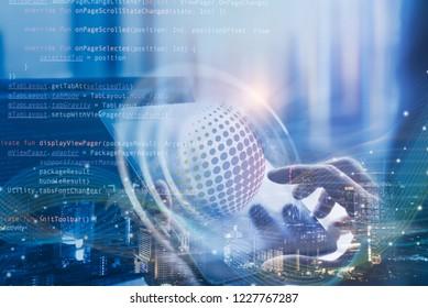 Scrum Agile- und Sprint-Softwareentwicklung, Codierungsprogramm, disruptives Technologiekonzept. Softwareentwickler, Scrum Master über den Prozess des Projektmanagements auf einem digitalen Tablet, Computercode, Big Data