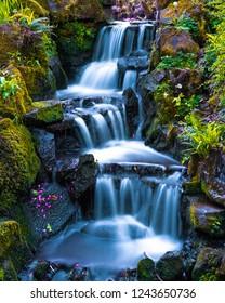 Japanischer Garten-Mini-Wasserfall